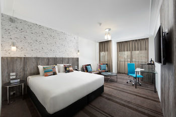 Rydges Sydney Central Logo and Images