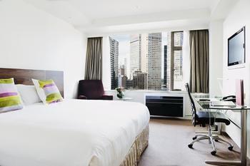 Rydges Melbourne Hotel Image