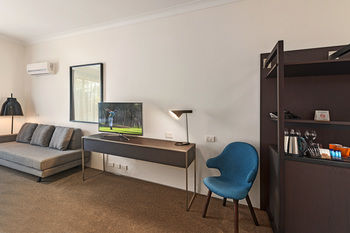 Quality Hotel CKS Sydney Airport Logo and Images