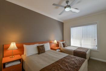 Cadman Motor Inn & Apartments