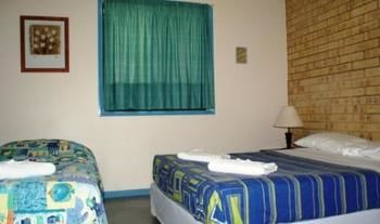 Coolum Budget Accommodation Logo and Images