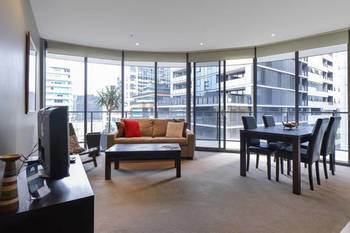 Melbourne Fully Self Contained 1 Bed Apartment 607 Qun Logo and Images