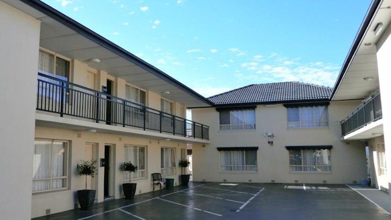 BEST WESTERN Fawkner Airport Motor Inn and Serviced Apartments Logo and Images
