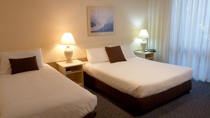 BEST WESTERN Frankston International Motel Logo and Images