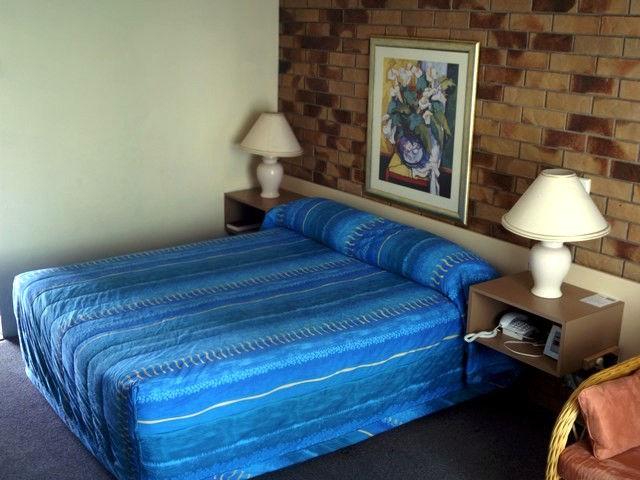 AAA Lancaster Court Motel Image