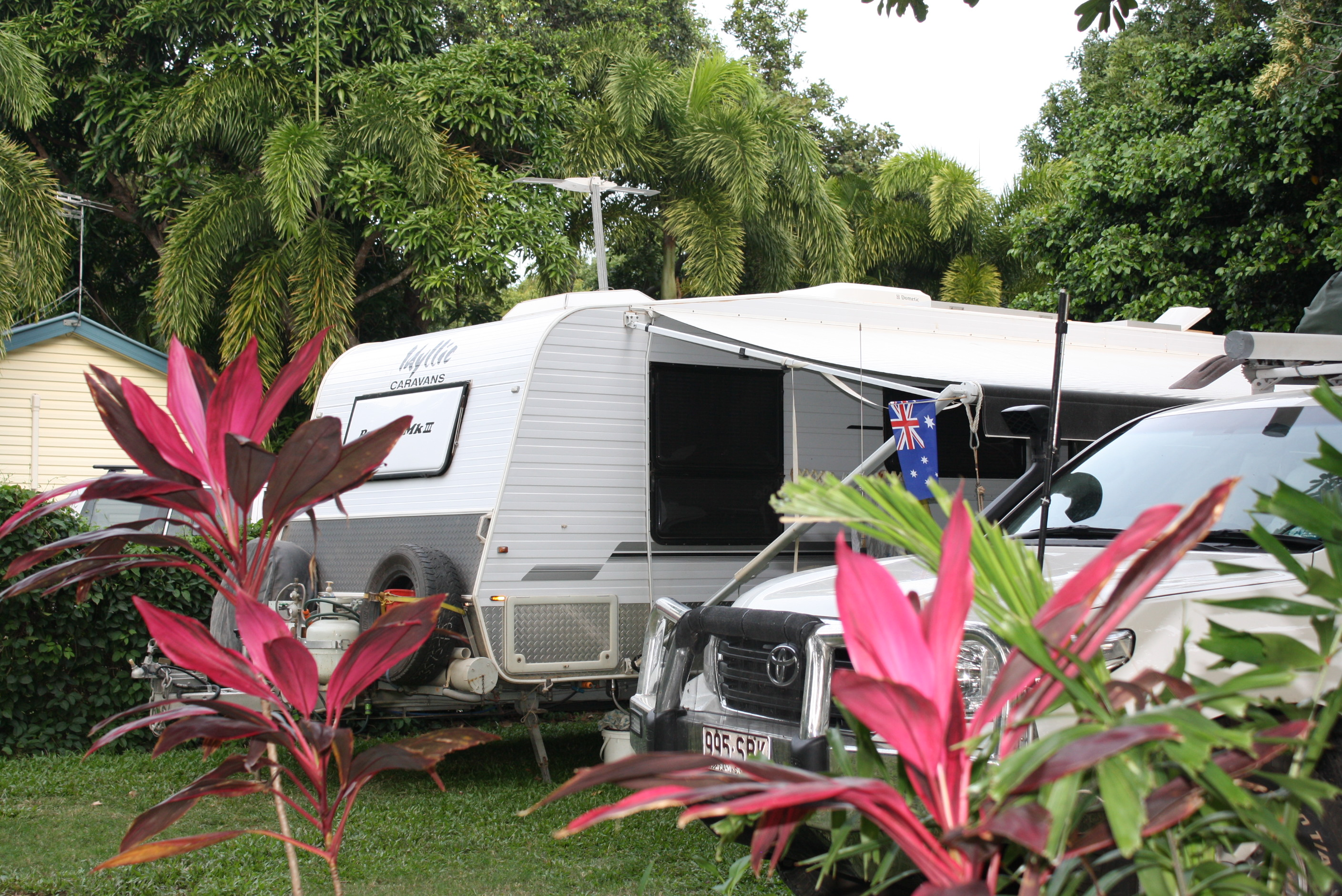 BIG4 Cooktown Holiday Park Logo and Images