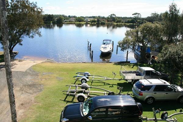 BIG4 Forster-Tuncurry Great Lakes Holiday Park Logo and Images