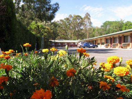 Boonah Motel Logo and Images
