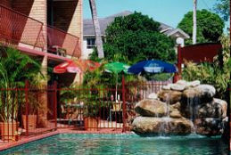 Cairns Holiday Lodge Logo and Images