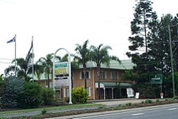 Coopers Colonial Motel Logo and Images