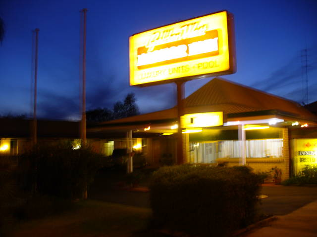 Golden West Motor Inn Logo and Images