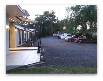 Lake Munmorah Motel Logo and Images