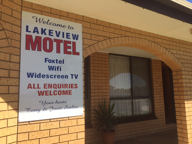 Lakeview Motel Logo and Images