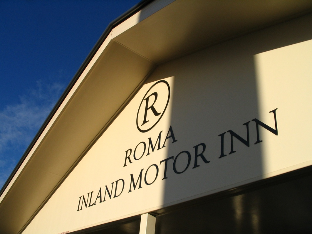Roma Inland Motor Inn Logo and Images