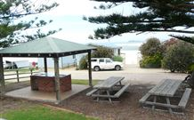 Tuross Beach Holiday Park Logo and Images