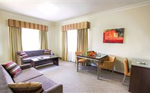 Governor Macquarie Motor Inn - Bathurst Image