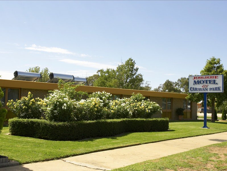 Jerilderie Motel and Caravan Park Logo and Images