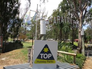 Mclean Beach Holiday Park Logo and Images