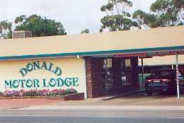 DONALD MOTOR LODGE Logo and Images