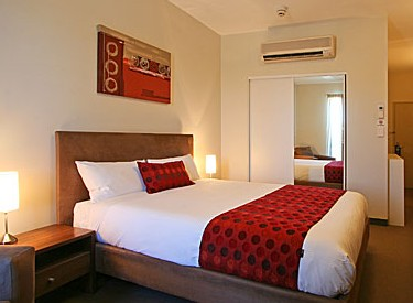 Mawson Lakes Hotel Logo and Images