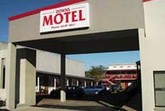 Downs Motel Logo and Images