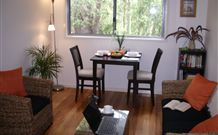 Spotted Gum B & B Homestay - Logo and Images