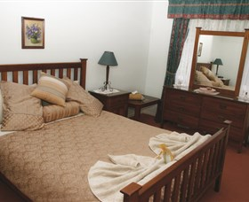 Hillside Bed and Breakfast and Gumnut Cottage