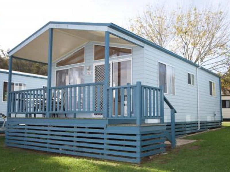 Tuross Lakeside Holiday Park Logo and Images