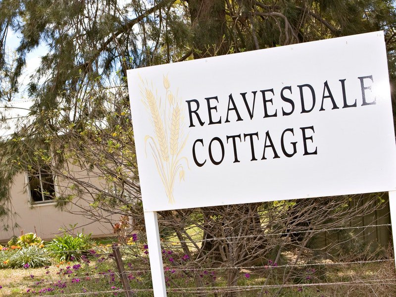Reavesdale Cottage Logo and Images