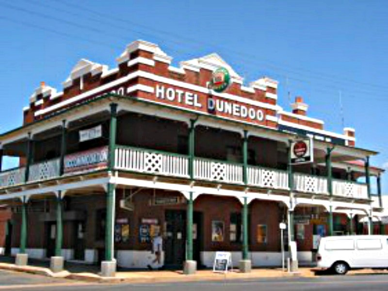 Hotel Dunedoo  Logo and Images