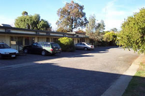 Ouyen Motel Logo and Images