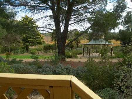 Lyndoch Hill Retreat Logo and Images