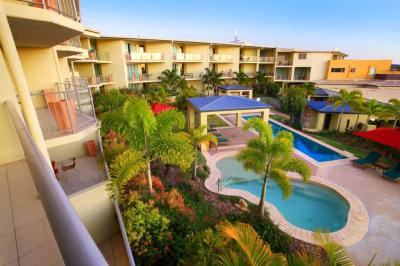 Caloundra Central Apartment Hotel Logo and Images