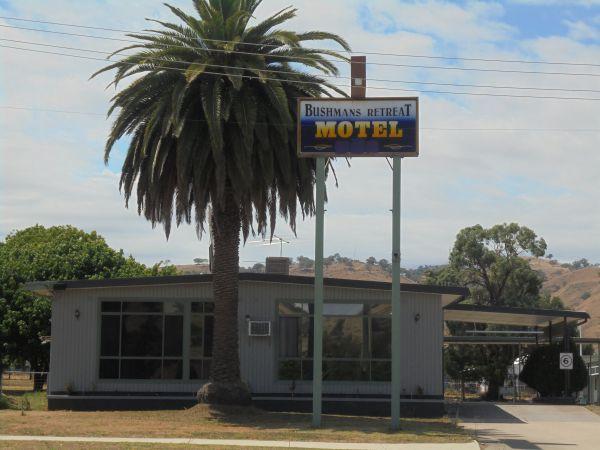 Bushmans Retreat Motel Logo and Images