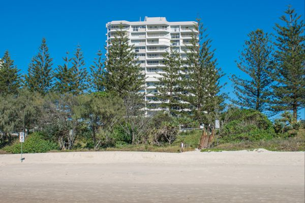 Cashelmara Burleigh Beachfront Apartments Logo and Images