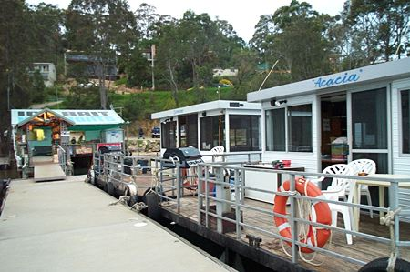 Clyde River Houseboats Image