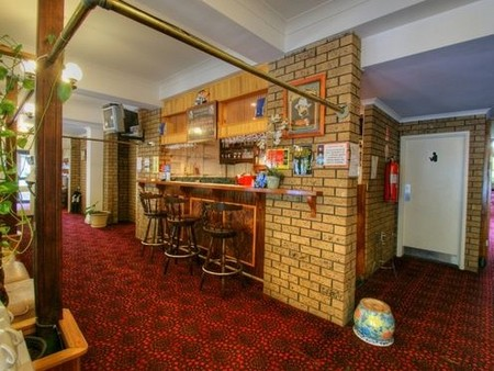 Albury Burvale Motor Inn Logo and Images