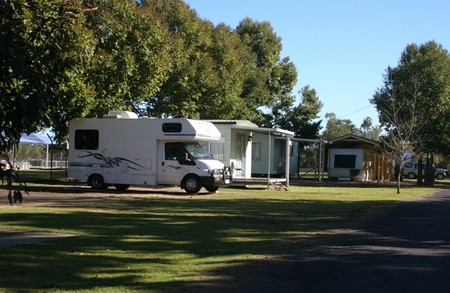 Bingara Caravan Park Logo and Images