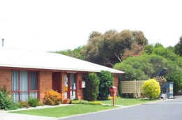 Pakenham Caravan Park Logo and Images