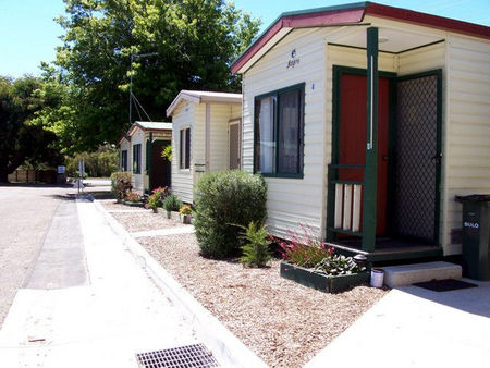 Leongatha Apex Caravan Park Logo and Images