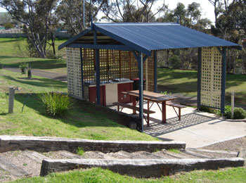 Bacchus Marsh Caravan Park Logo and Images