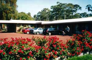 Whispering Gums Motel Logo and Images