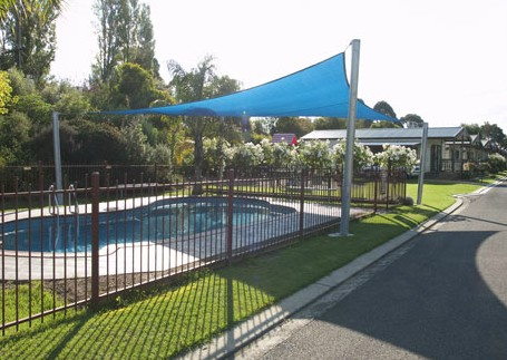 Warragul Gardens Holiday Park Logo and Images
