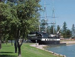 Glenelg Lake Holiday Apartment Accommodation Logo and Images