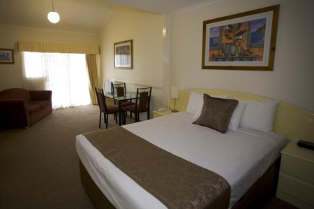 Toowong Inn & Suites Logo and Images