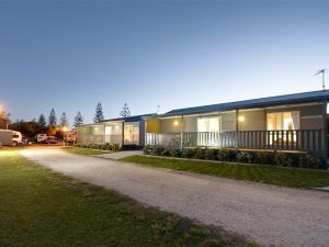 Kingscliff North Holiday Park Logo and Images