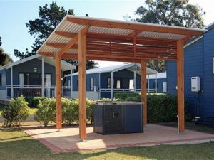 Huskisson White Sands Holiday Park Logo and Images