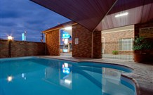 Parkes International Comfort Inn - Parkes Logo and Images