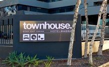 Townhouse Hotel - Wagga Wagga Logo and Images