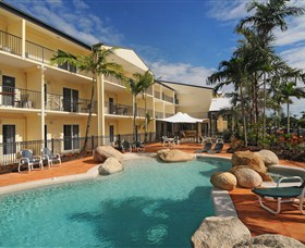 Cairns Queenslander Hotel and Apartments